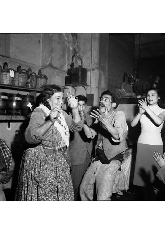 Indalencio Amaya i La Anika. Revetlla de Sant Joan a la bodega Ca la Rosita. Barcelona, ca. 1960